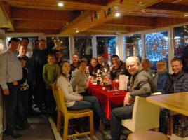 Die CDU Holzwickede traf sich am Freitag vor dem 2. Advent zum traditionellen Adventsgrillen bei ihrem Mitglied Marco Lammert. (Foto: privat)