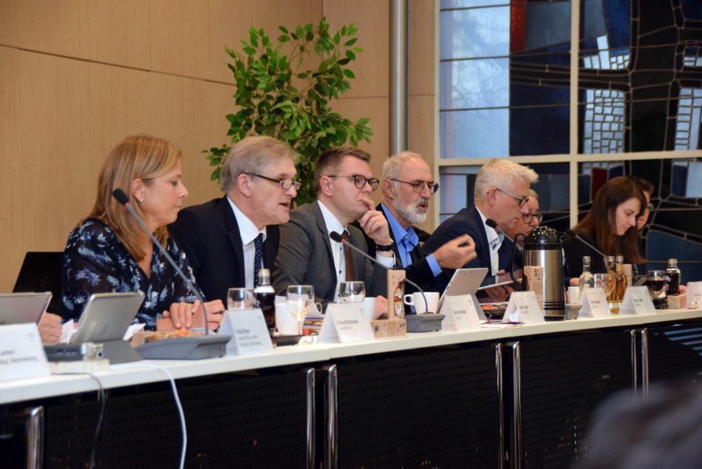Der von der Verwaltung eingebrachte Haushalt für 2020 wurde von der Mehrheit im Kreistag verabschiedet. (Foto: Birgit Kalle – Kreis Unna)