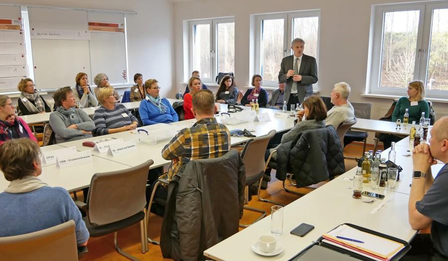 Die BuMA-Mitglieder beim Treffen im Lagezentrum des Kreises. Foto: Max Rolke – Kreis Unna )