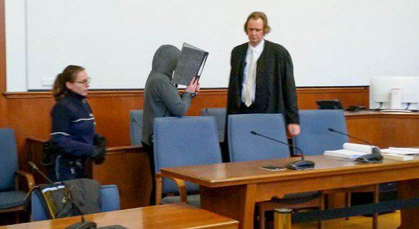 Die 27 Jahre alte Deborah W. ist heute vor dem Landgericht Dortmund zu einer Freiheitsstrafe von zwei Jahren und zehn Monaten verurteilt worden, weil sie Feuer in ihrer Wohnung legte und ihre beiden Kinder darin zurück ließ. (Foto: P. Gräber - Emscherblog.de)