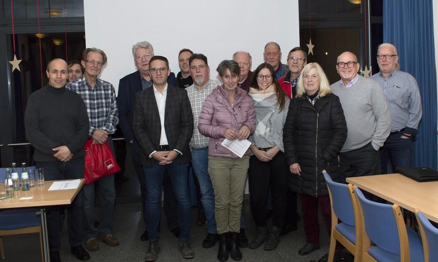 Die SPD Holzwickede und der heimische Landtagsabgeordnete Hartmut Ganzke hatten gestern Abend zu einer Diskussion über die Abschaffung der Straßenausbaubeiträge in das Alois-.Gemmeke-Haus geladen. (Foto: SPD)