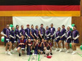 Das Team der Majoretten-Showtanzgruppe Silver Sensation. (Foto: privat)