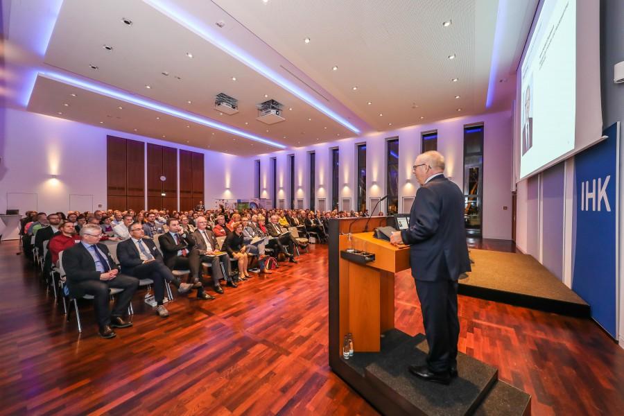 An der Veranstaltung nahmen gut 200 Gäste darunter auch NRW.-Arbeitsminister Karl-Josef-Laumann teil.   (Foto: IHK zu Dortmund/Stephan Schütze)