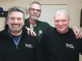 Als Clubmeister geehrt, v.l.: Frank Griese (Vorsitzender), Frank Neuhaus (2. Vorsitzender), Hartmut Dams (Ehrenvorsitzender). (Foto: privat)