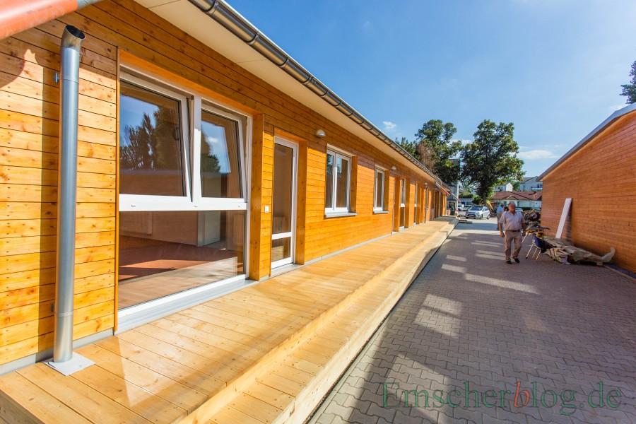 Die SPD möchte die sanierungsbedürftigen Flüchtlingsunterkünfte an der Bahnhofstraße abreißen und an ihrer Stelle neue, bezahkbare Wohnungen errichten. Das Foto zeigt die Modulbauten im September 2016 kurz vor der Fertigstellung. (Foto: P. Gräber - Emscherblog)