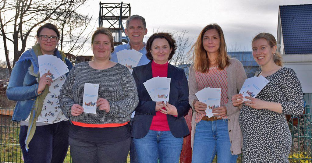Das Team der Erziehungsberatungsstelle (von links): Annika Korthaus, Inga Richter (Leiterin), Horst Wachholz, Katja Schuon (Fachbereichsleiterin), Katrin Völlmecke und Jana Maeßen. (Foto: Kreis Unna)
