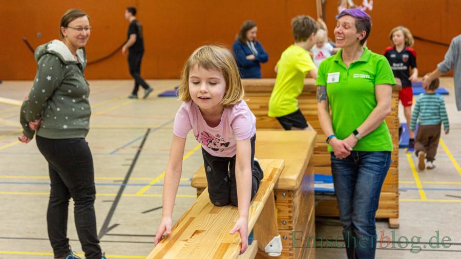 Der Spaß  beim Toben, Springen,  Rennen und Klettern steht für die Kinder im Mittelpunkt  beim Spielefest des HSC. (Foto: P. Gräber - Emscherblog)