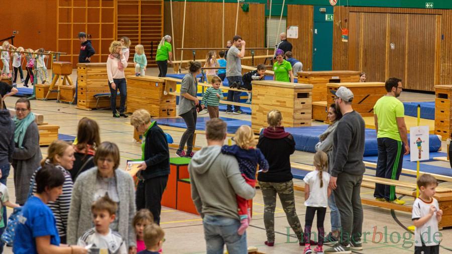 Trotz der Sturmwarnung waren noch rund 200 Kinder mit ihren Eltern in die Hilgenbaumhalle gekommen.  (Foto: P. Gräber - Emscherblog)