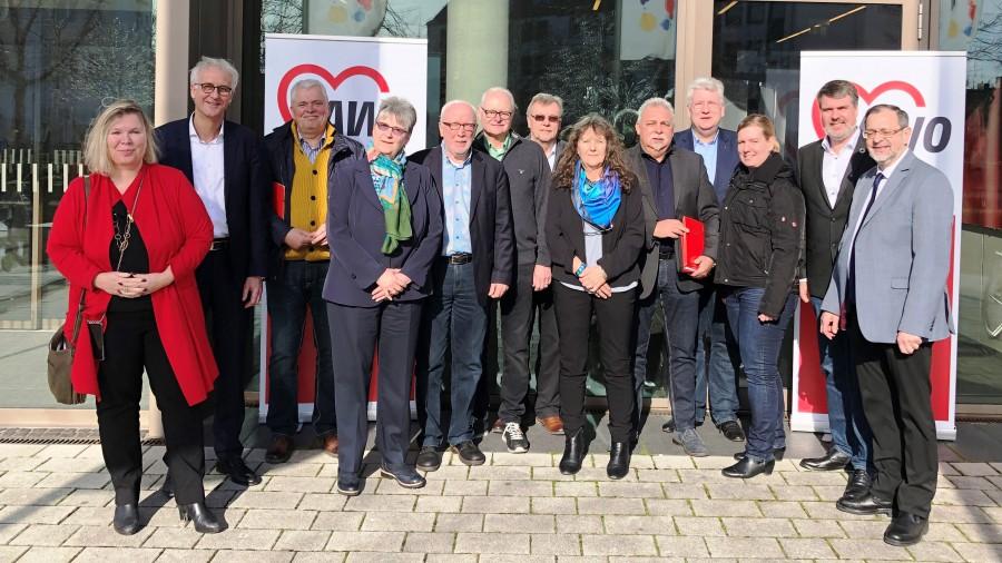 Der Vorstand der AWO Ruhr-Lippe-Ems rund um Hartmut Ganzke (4 v.l.) wurde einstimmig gewählt. (Foto: AWO)