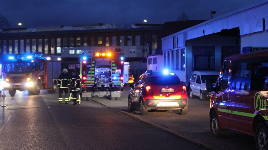 Jugendliche zündelten am frühen Freitagabend an der VAG-Verladerampe und lösten einen Feuerwehreinsatz aus. (Foto: privat)