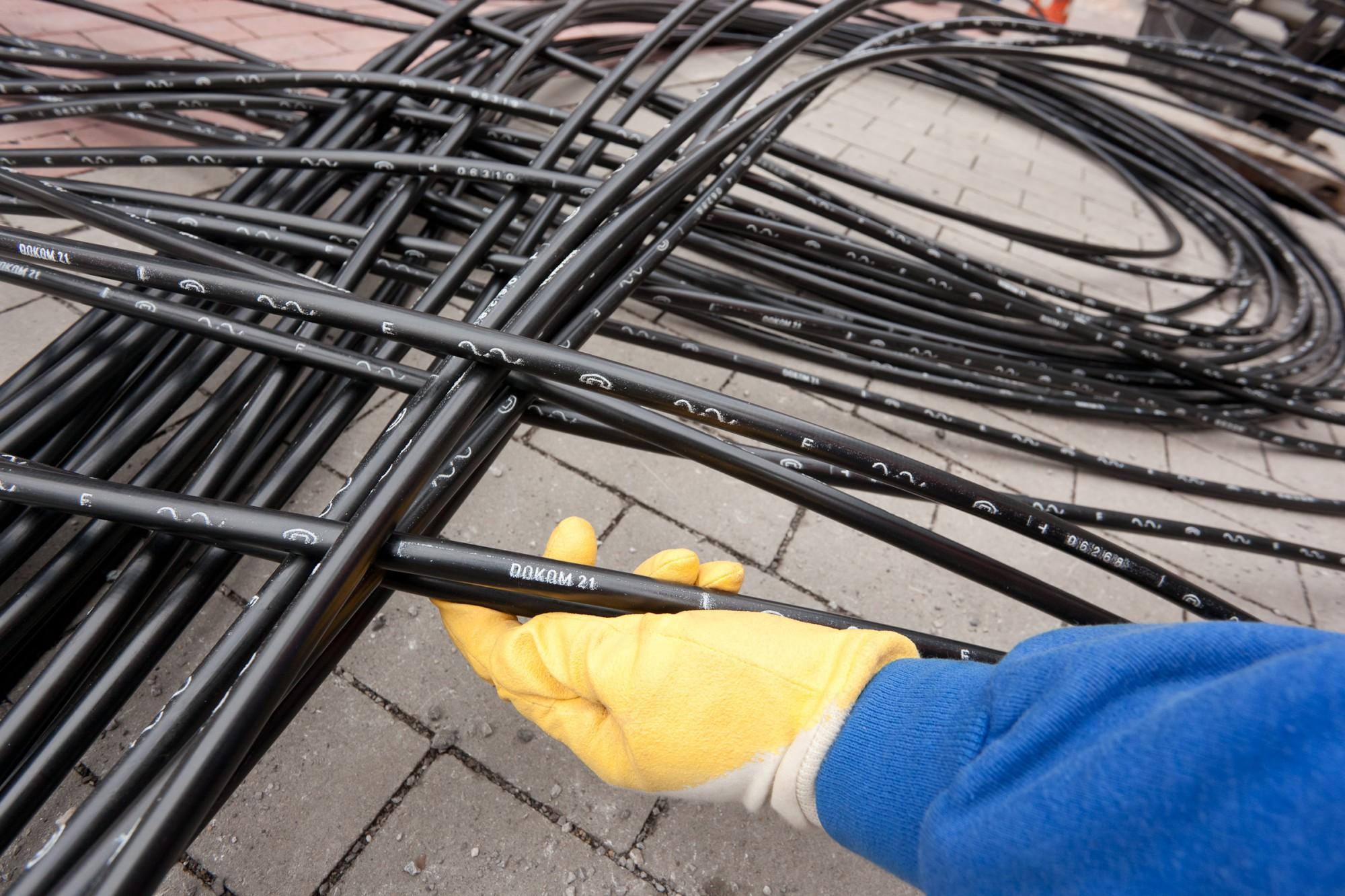 DOKOM21 optimiert die Telekommunikationsanbindung in Holzwickede und verlegt dafür in den nächsten Wochen rund drei Kilometer Glasfaserkabel im Norden der Gemeinde. (Foto: DOKOM21)
