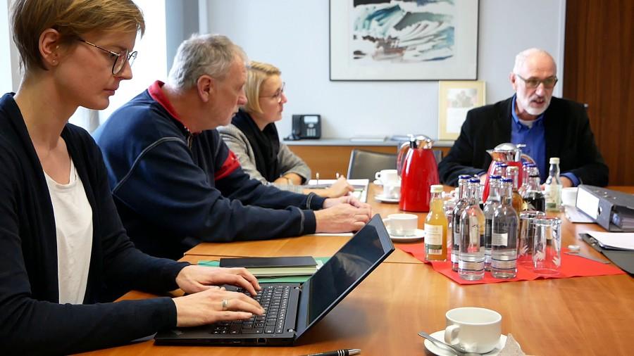 Eine Arbeitsgruppe unter Leitung von Umweltdezernent Ludwig Holzbeck (r.) treibt den Klimaschutz voran. (Foto: Birgit Kalle – Kreis Unna )