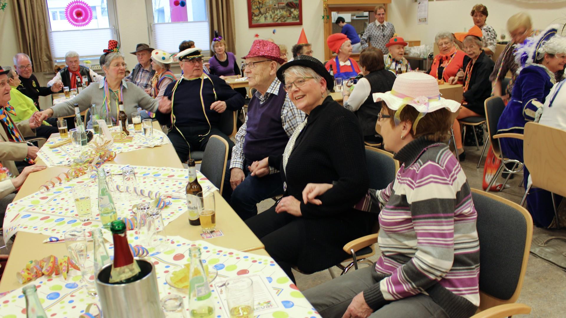 Bester Stimmung waren die fast 60 Mitglieder und Gäste bei der Karnevalfeier des Trägervereins am Samstag in der Seniorenbegegnungsstätte. (Foto: privat)