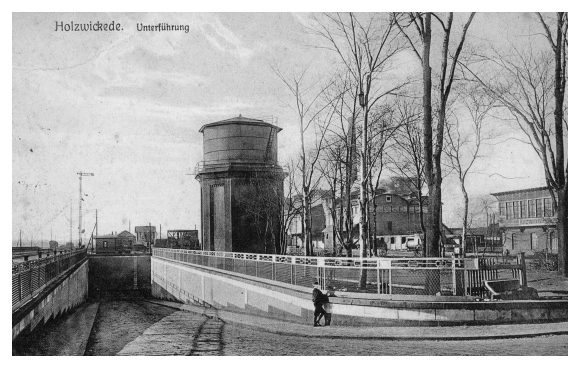 Die Aktive Bürgerschaft sucht alte Fotos, wie dieses der Bahnunterführung, aus Holzwickede.  (Foto: Archiv)