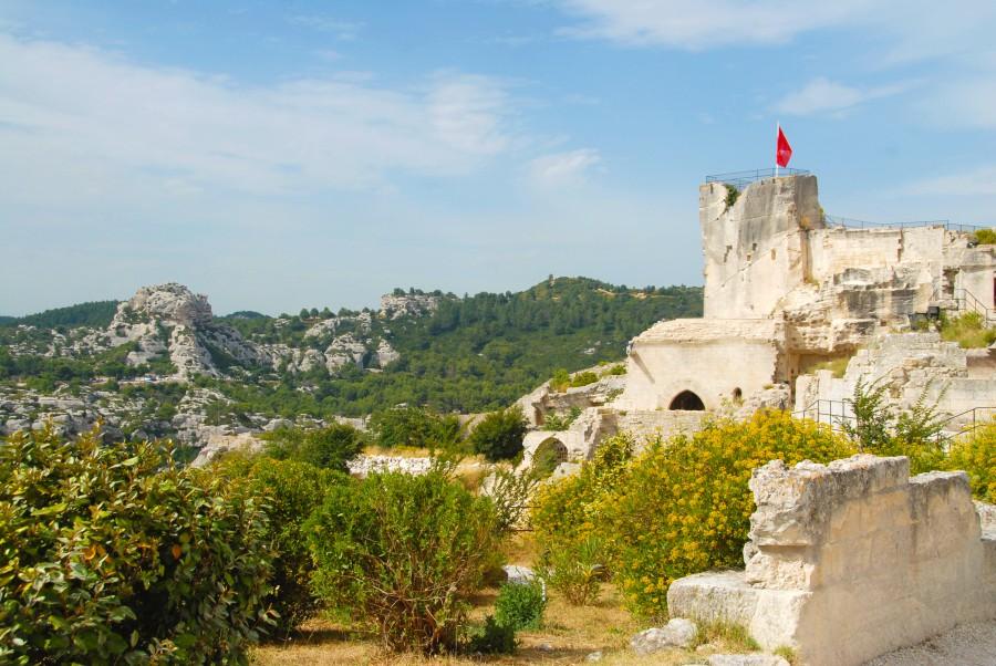 Die Kulturreise des Freundeskreises in den Süden Frankreichs, hier die Burgruine in Les Baux, steht im Mittelpunkt eines Diavortrages morgen in der Rausinger Halle. (Foto: Hilke Maunder)