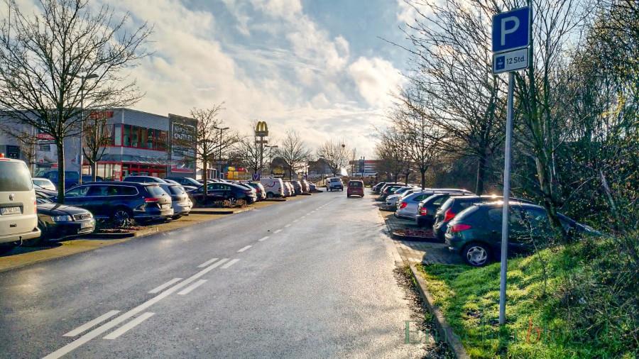 Der  P+R-Parkplatz an der Wilhelmstraße ist morgen (25. November) auch Thema im Verkehrsausschuss: Die Parkzeit soll dauerhaft auf maximal zwölf Stunden begrenzt werden.  (Foto: P. Gräber -Emscherblog)