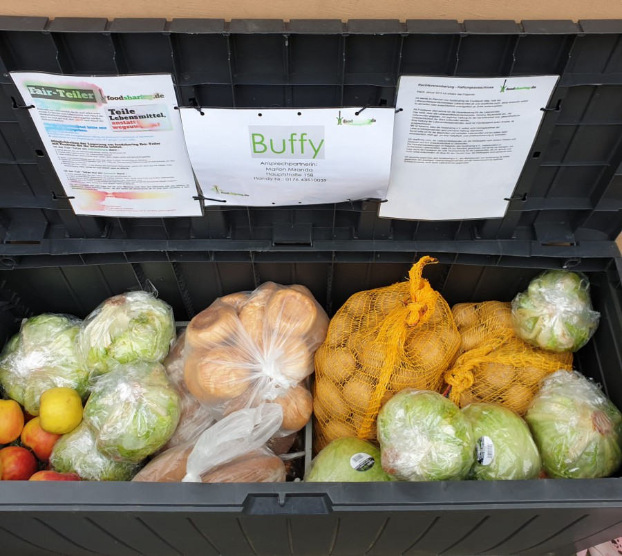Die einzige Foodsharing-Box in Holzwickede bei Marion Miranda an der Hauptstraße 158 ist zumeist gut gefüllt. Die Grünen wollen jetzt eine weitere Box spenden und suchen noch einen Standort dafür. (Foto: privat)