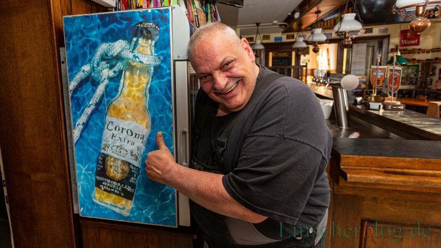 Schon seit fast zwei Monaten wegen Corona geschlossen - aber Wirt Rolf Mündnich hat seinen Humor nicht verloren. (Foto: P. Gräber - Emscherblog)