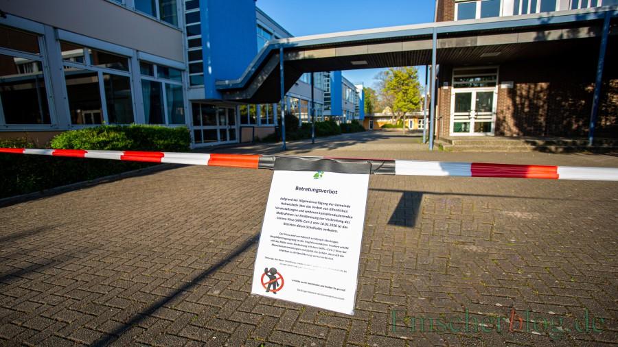 Noch ist das Betreten des Schulzentrums durch die Gemeinde untersagt. Doch am Donnerstag (23. April) startet der Unterricht wieder für die ältesten Jahrgänge der Hauptschule und des Gymnasiums. (Foto: P. Gräber - Emscherblog)