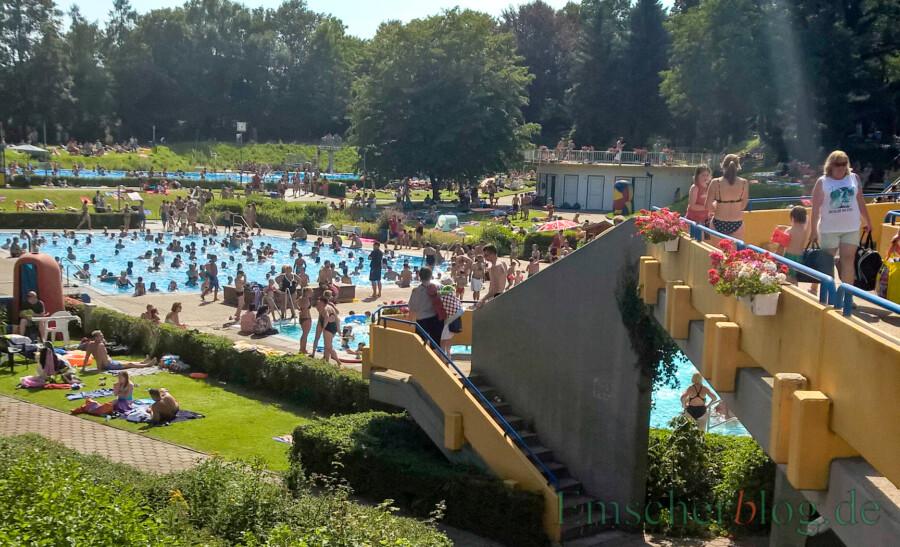 Das Freibad Schöne Flöte startet voraussichtlich am 30. Mai in die Badesaison - mit erheblichen Auflagen und Einschränkungen. So steht etwa das Nichtschwimmerbecken und auch die Brücke nicht zur Verfügung. (Foto: P. Gräber - Emscherblog)