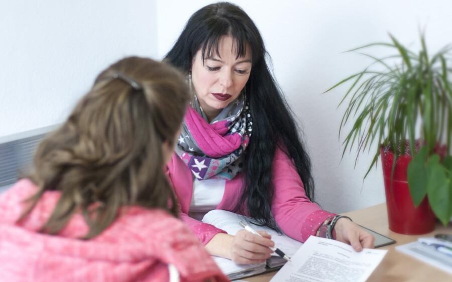 Einrichtungsleiterin Sandra Bartsch unterstützt gemeinsam mit ihrem Team viele Ratssuchende im Kreis Unna.. (Foto: AWO)