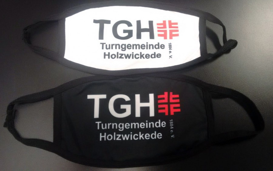 100 Mund-Nase-Masken im vereinseigenen Design liegen zum Start des Sportbetriebes für die Mitglieder bereit. (Foto: TGH)