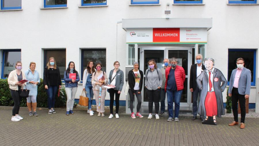 Das Foto zeigt die zweite Gruppe der neuen AWO-Mitarbeitenden nach der Informationsveranstaltung. (Foto: Stefan Kuster - AWO)