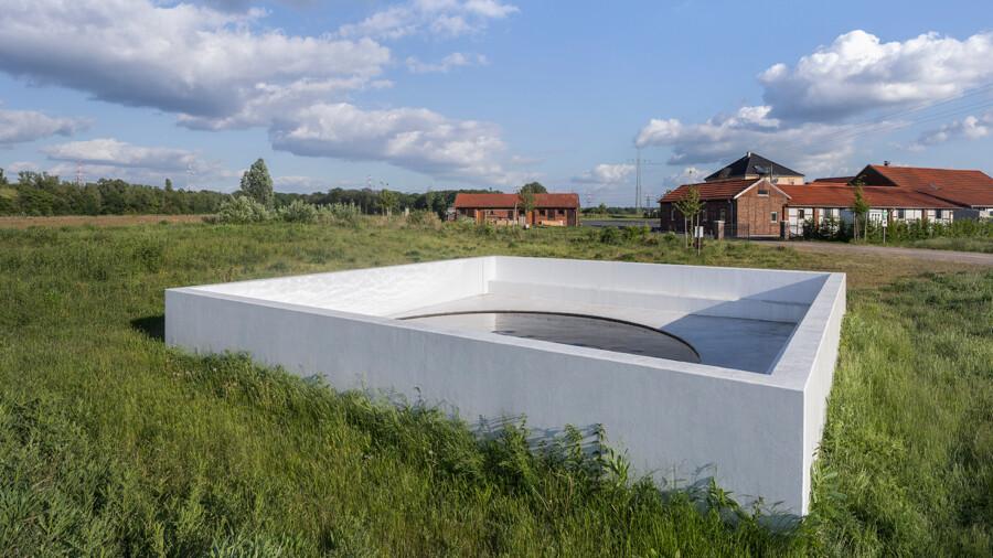 Auf der ersten Tour geht es zum Werk von Massimo Bartolini auf dem Hof Emschertal. (Foto: Henning Rogge/EGLV)