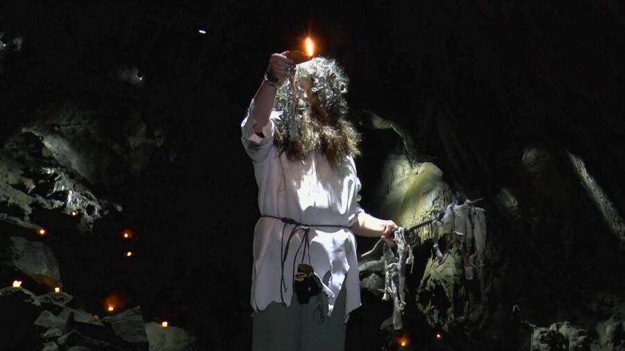 Die Szenen mit dem alten Druiden wurden in der Dechen-Höhle gedreht. (Foto: privat)