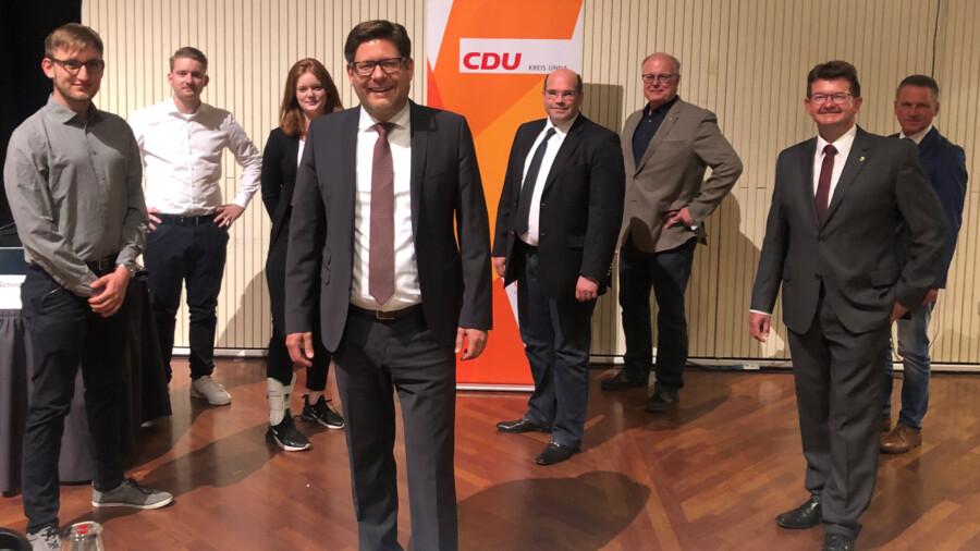 Das Foto zeigt den ebenfalls in der Versammlung frischgewählten Landratskandidaten Marco Morten Pufke  (vorne, 4. v. l.) neben den Vertreter des CDU Gemeindeverbandes Holzwickede René Winkler (von li.), Marcal Zilian, Nele Buckemüller, Jan-Eike Kersting, Dieter Buckemüller, Frank Lausmann und Frank Markowski. (Foto: CDU)
