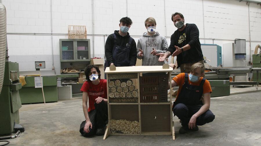 Teilnehmer in einer Werkstatt des Qualifizierungszentrums, in dem nun weitere Hürden für Menschen mit Behinderungen entfernt wurden.  (Foto: mobilitat.de)