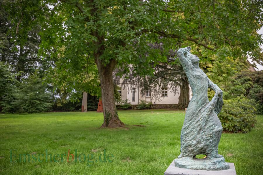 Ab 26. Juli finden wieder Führungen auf Haus Opherdicke statt: Im Fokus steht dabei der Skulpturenpark mit Werken des Bildhauers Raimondo Puccinelli. (Foto: P. Gräber - Emscherblog)
