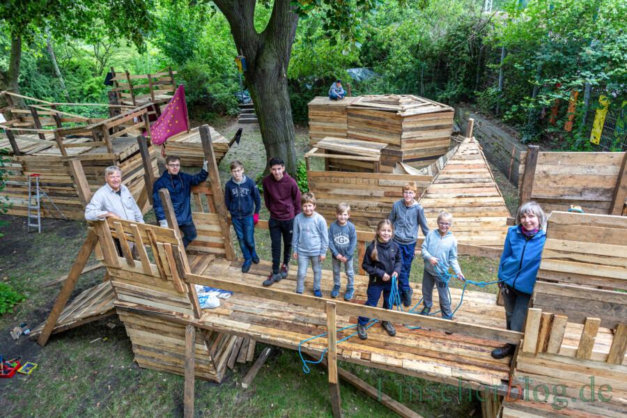 """Fleissige Baumeister: die """"Frühschicht"""" auf dem Bauspielplatz am Treffpunkt Villa. (Foto: P. Gräber - Emscherblog)"""