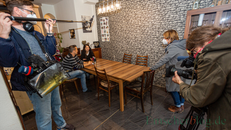 Ein WDR-Team begleitete die Familie zwei Tage lang und drehte einen Beitrag über die Familie und ihre Abfahrt in die Ferien. (Foto: P. Gräber - Emscherblog)