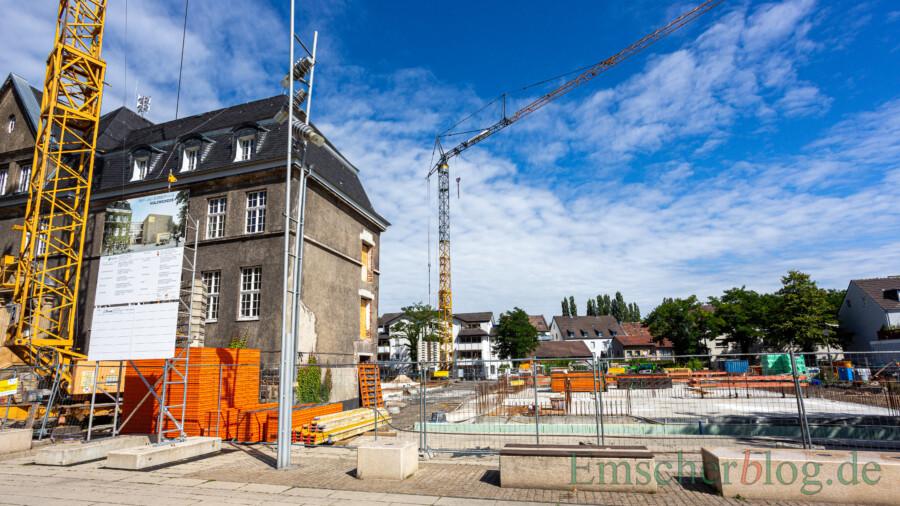 Eigentlich stünde jetzt bald die Grundsteinlegung für den Baue des neuen Rat- und Bürgerhauses (Foto) an. Doch die Gemeinde verschiebt den offiziellen Festakt wegen der Coronapandemie.  (Foto: P. Gräber - Emscherblog)