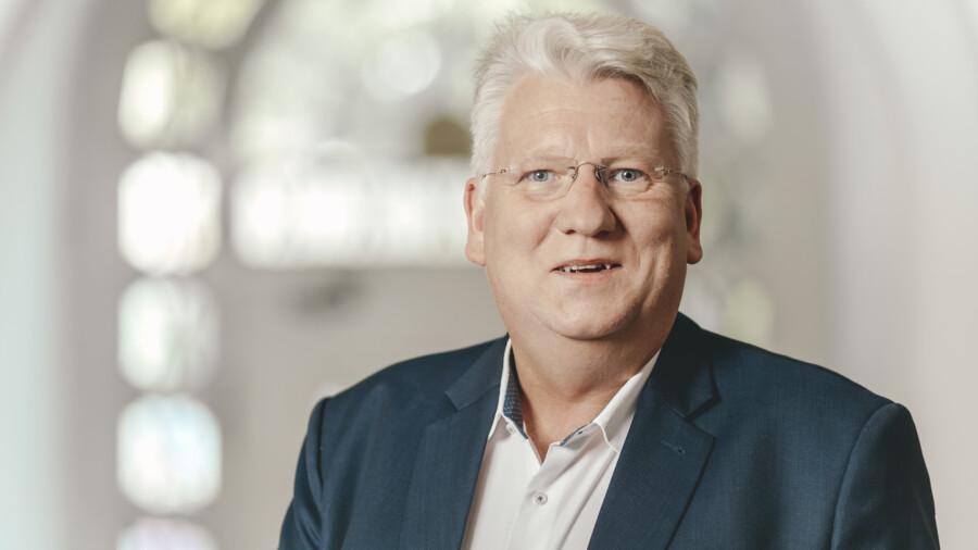 Kritisiert, dass kommunale Weiterbildungsträger wie die Volkshochschulen nicht von der finanziellen Corona-Hilfe des Landes profitieren können: Hartmut Ganzke, SPD-Landtagsabgeordneter aus dem Kreis Unna. (Foto: SPD)