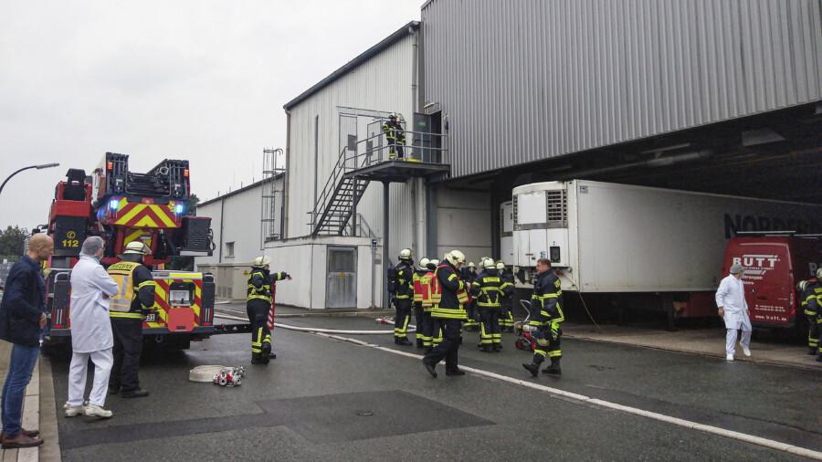 Feuerwehreinsatz bei FVZ im Gewerbegebiet Natorp: Ein technischer Defekt hatte zu starker Rauchentwicklung geführt.  (Foto: F. Brockbals)
