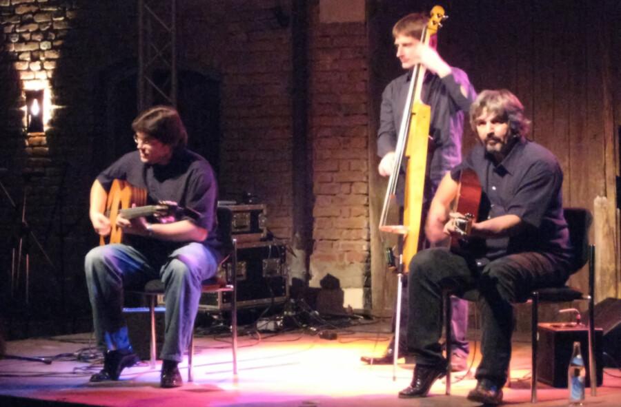 Das Joscho Stephan Trio gastiert am 6. August auf der Open-Air-Sommerbühne am Haus Opherdicke. (Foto: Aconcagua/wikipedia.org by CC by SA 3.0)