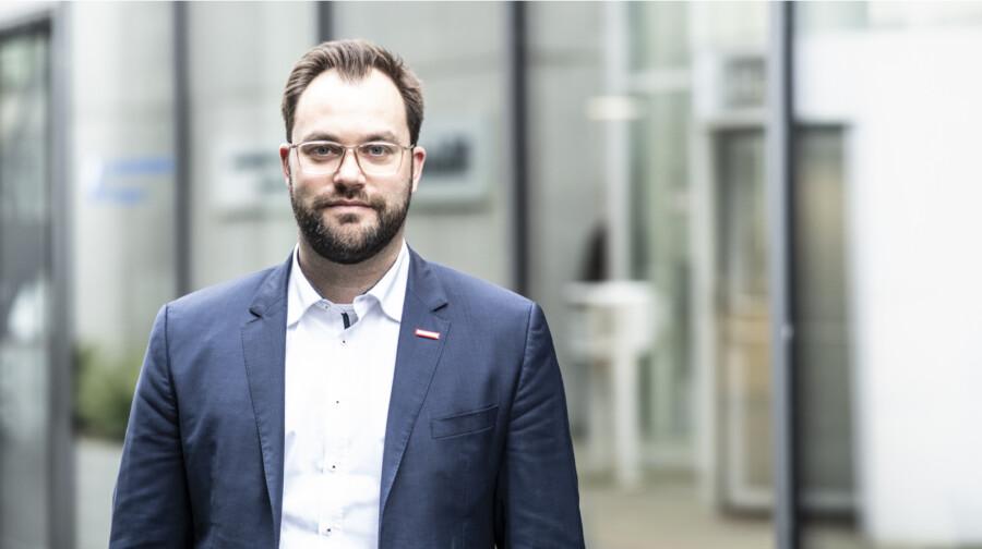 """Tobias Schmidt, Leiter der HWK-Ausbildungsberatung: """"Ein Blick in die HWK-Lehrstellebörse lohnt sich."""" (Foto:_ HWK Dortmund)"""