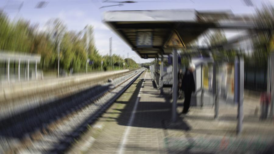 17-Jähriger springt am Bahnhof Holzwickede auf die Gleise und zwingt einen einfahrenden Zug zur Schnellbremsung . (Foto: P. Gräber - Emscherblog)
