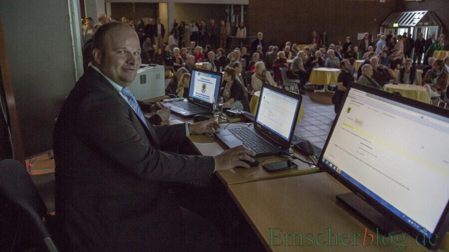 Im Corona-Jahr verzichtet die Gemeinde auf die Wahlparty zur Präsentation der Ergebnisse der Kommunalwahl am 13. September: Das Foto zeigt die Wahlparty im Forum bei der Wahl im jahr 2015. (P. Gräber - Emscherblog)