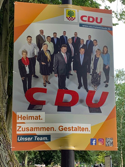 Verstoß gegen die Auflagen des Ordnungsamtes: Seit heute morgen plakatieren die CDU flächendeckend Wahlwerbung in Holzwickede.  (Foto: privat)