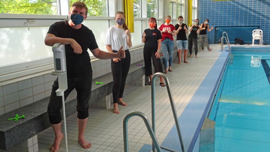 Die Trainerinnen und Trainer der Orcas freuen sich auf den Trainingsbeginn morgen (19. August) in der Kleinschwimmhalle. (Foto: DLRG Holzwickede)
