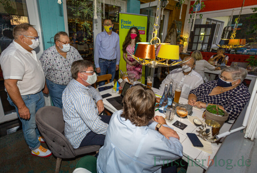 """Auch die FDP traf sich im Vivo, um die Wahl zu verfolgen. Am Ende war man """"etwas geknickt"""", räumt FDP-Chef Lars Berger ein. (Foto: P. Gräber - Emscherblog)"""