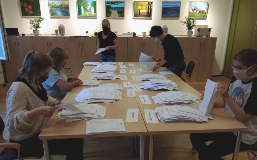 Auszählung der Stimmen für den Seniorenbeirat ain der Seniorenbegegnungsstätte. (Foto: P. Gräber - Emscherblog)
