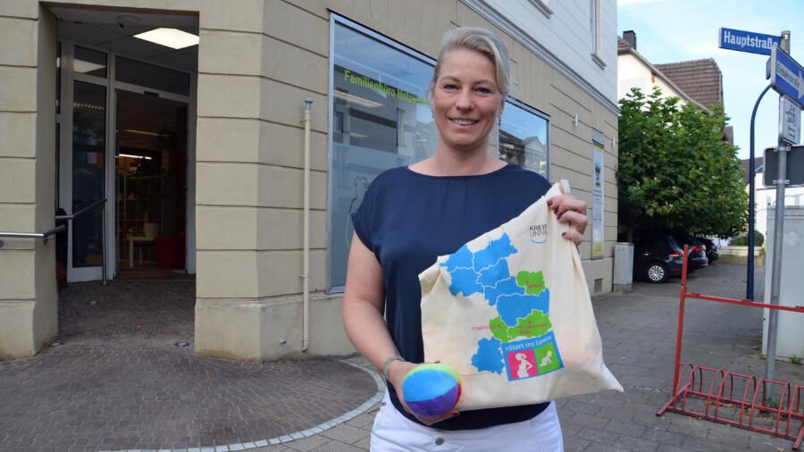 Ein offenes Ohr für junge Familien: Katja Kortmann ist Ansprechpartnerin im Familienbüro an der Hauptstraße 28 in Holzwickede. (Foto: Birgit Kalle – Kreis Unna)