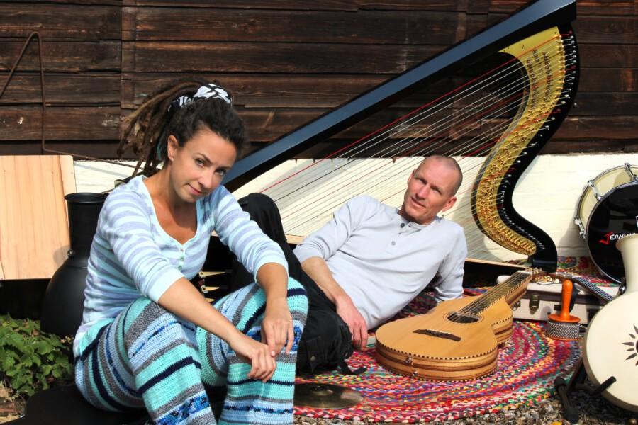 Jeanine Vahldiek und Steffen Haß spielen am 24. September im Rahmen der Opherdicker Herbstbühne auf Haus Opherdicke. (Foto: Jeanine Vahldiek)