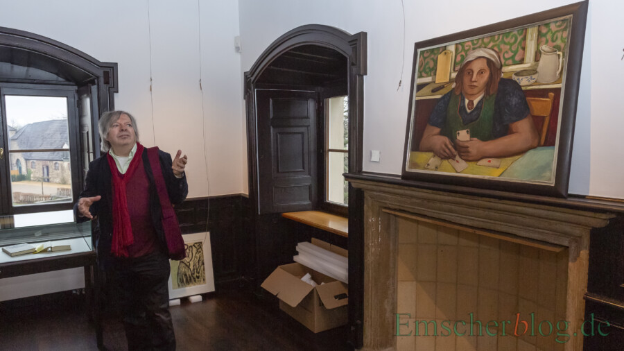 Sein Verlag Edition Memoria erhält den Literaturtaler 2020: Der Kunstsammler und Verleger Thomas B. Schumann vor einem seiner Bilder in der Ausstellung NACH NORDEN auf Haus Opherdicke. (Foto: P. Gräber - Emscherblog)