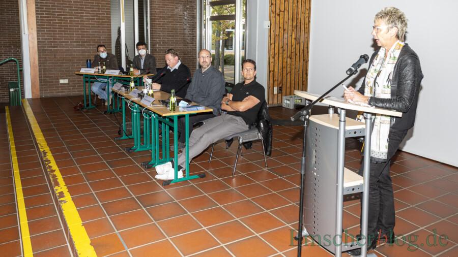 Bürgermeisterin Ulrike Drossel eröffnete die Informationsveranstaltung im Forum. (Foto: P. Gräber - Emscherblog)