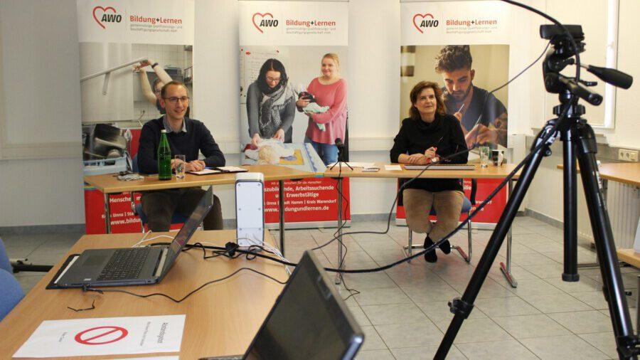 Lukas Döring und Silke Rönnberg-Grohs von der Bildung+Lernen gGmbH informierten zahlreiche Interessierte via Videokonferenz.(Foto: AWO)